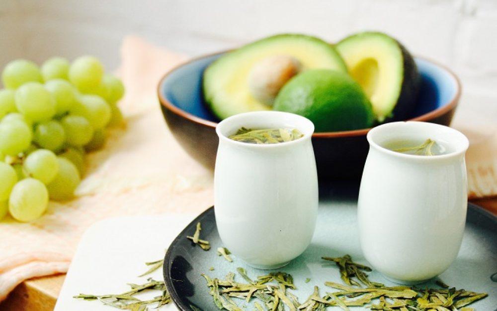 Groen thee Long Jing of 'Dragon Well' met een aroma van orchideeën, nootjes, vegetale en zoete tonen.
