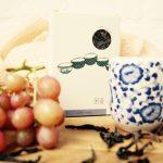 Oolong thee Fo Shou, zoet, zwoel en vol en toch licht in de mond. Een klassiek geroosterde 'rock tea' uit het Wuyi gebergte.