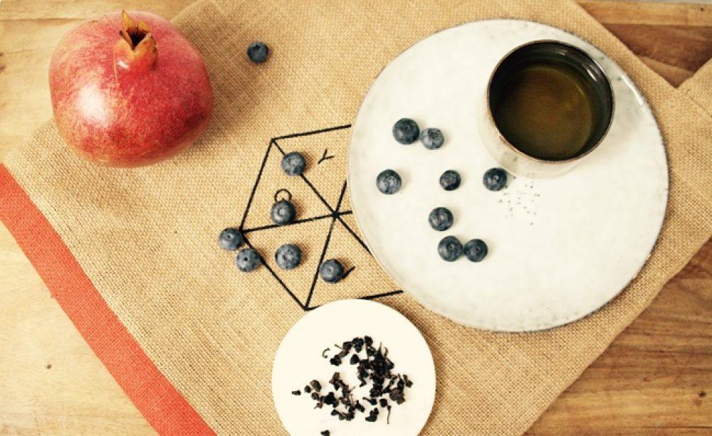 Oolong thee Songboling Dark Roast, een stevig geroosterde en lekker zoete oolong uit het laaggebergte van Taiwan van de hand van theemeester Chen